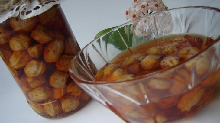 Un deliciu: dulceaţa de nuci verzi. Iată cât de simplu se prepară