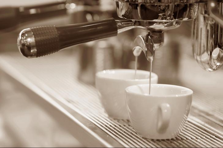 eMAG - Reduceri de pana la 65%. Care sunt cele mai avantajoase oferte pentru espressoare