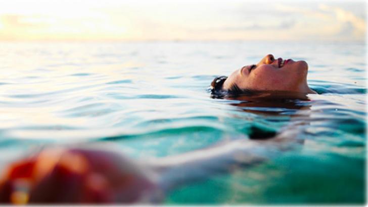 Supravietuire uimitoare: o femeie a plutit 38 de ore pe mare, dupa ce a cazut de pe un vas