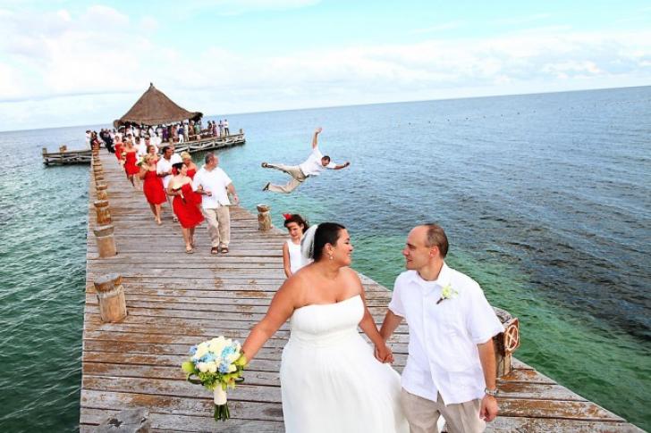 S-au făcut de râs sau nu? Cele mai ciudate fotografii de nuntă din toate timpurile