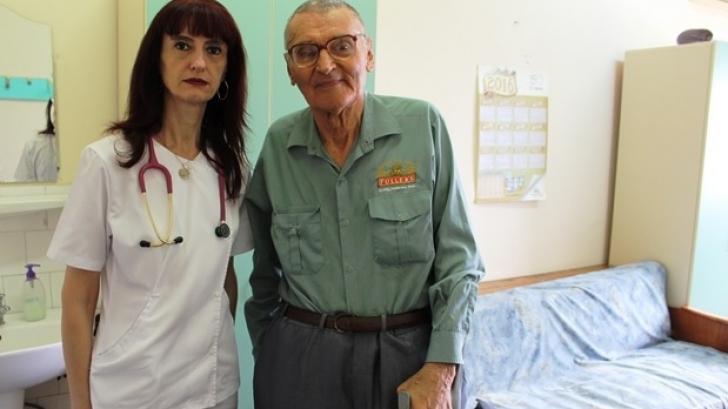 GEST IMPRESIONANT al unui fost deţinut politic. La 86 de ani, a mers la un spital de copii şi...