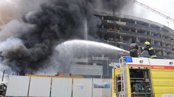 Incendiu puternic la un imobil de 28 de etaje din Abu Dhabi. Mai multe persoane au fost rănite