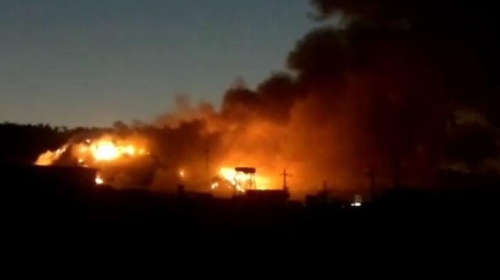 Incendiul de la rampa de gunoi din Cluj, stins de pompieri după 19 ore