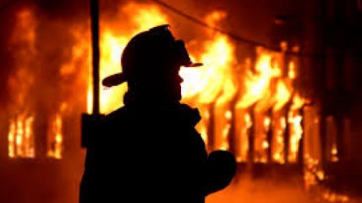 Casă mistuită de flăcări în județul Neamț
