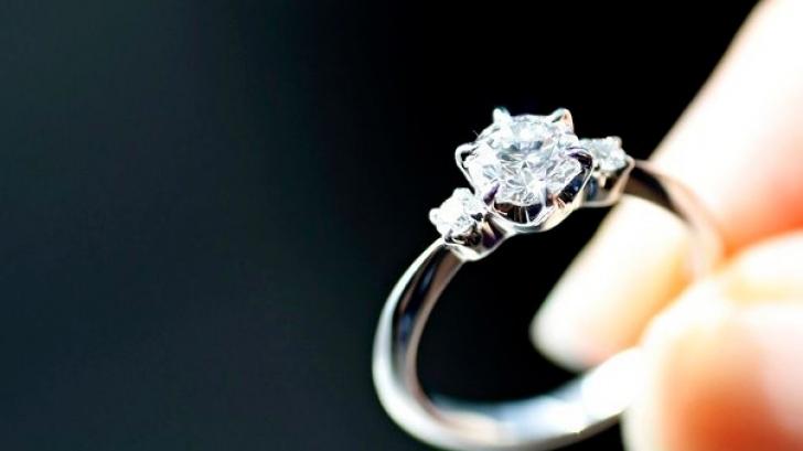 Ea a vrut un inel de logodnă scump, el i-a făcut pe plac. Vânzătorul a rămas șocat!