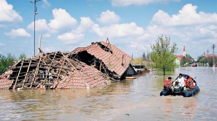 Cod galben de inundaţii pentru mai multe regiuni din ţară. Care sunt judeţele vizate?
