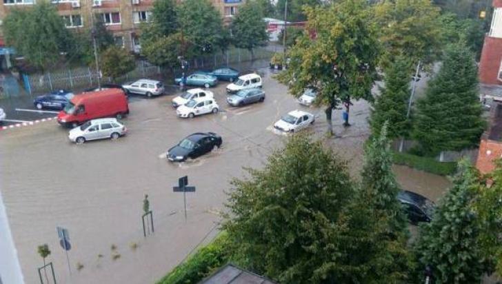 Ploile au făcut prăpăd în ţară. 23 de județe, în continuare sub cod galben de furtună
