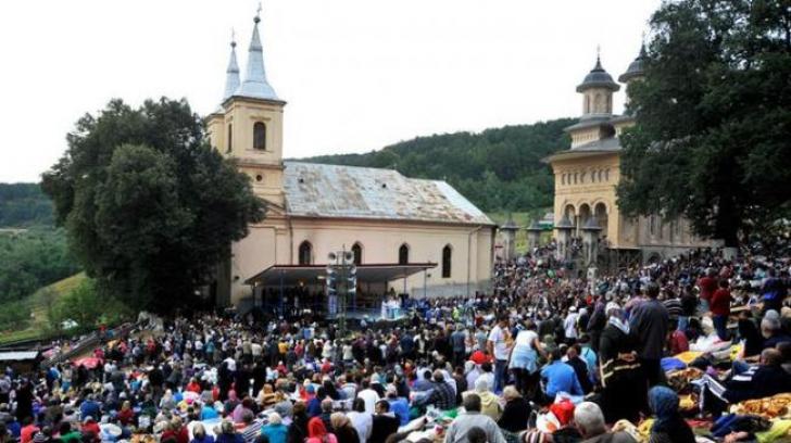 MĂNĂSTIREA NICULA: 100.000 de credincioşi, în pelerinaj la Icoana Făcătoare de Minuni