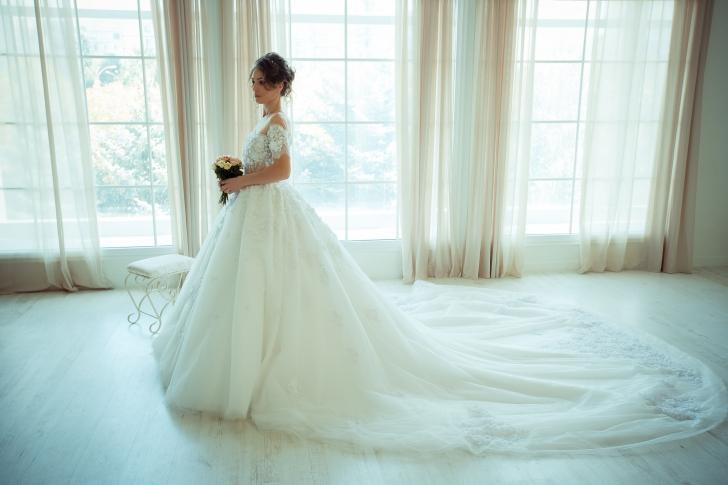 O rochie de mireasă face furori pe Internet. Imaginile te vor lăsa fără cuvinte!