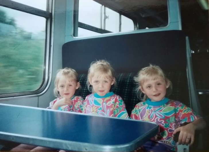 Au fost primele triplete din lume complet identice. Acum au crescut şi sunt faimoase din alt motiv