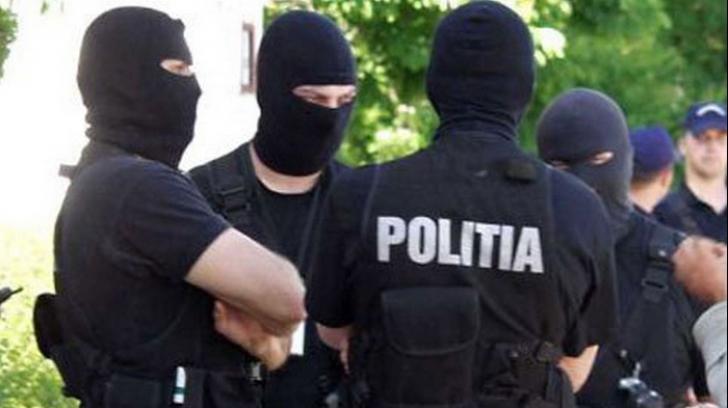 Percheziţii la hoţii din tiruri din Prahova