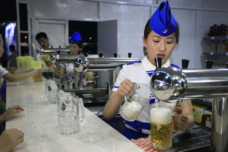 Primul festival al berii din Coreea de Nord. Imagini incredibile