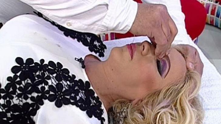 Rocsana Marcu, pe masa de operație