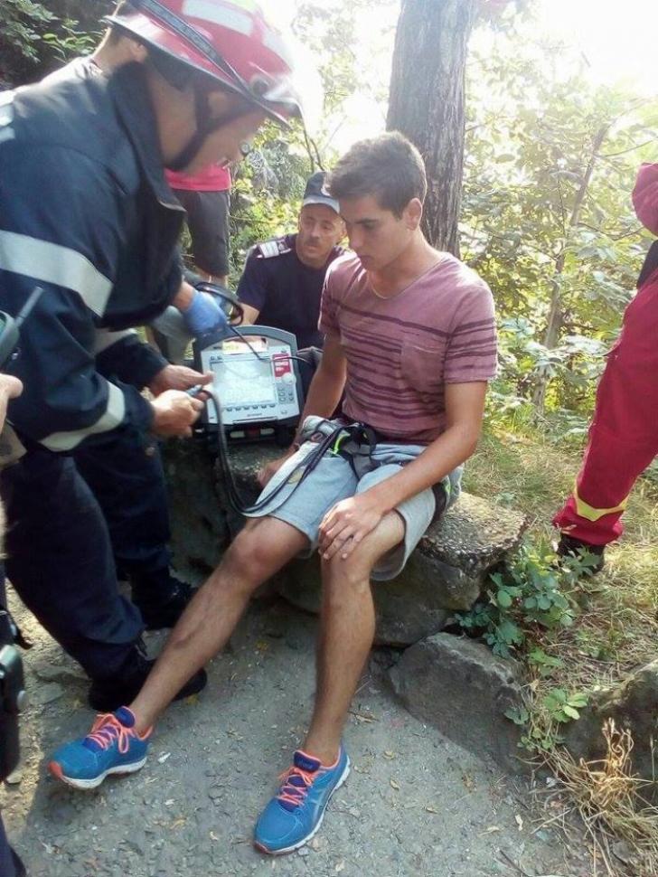 A strigat după ajutor. Când l-au găsit pompierii din Deva, au fost şocaţi - GALERIE FOTO