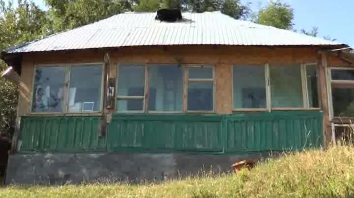 Uluitor: povestea bătrânei de 100 de ani, care locuieşte singură într-un sat din Vâlcea