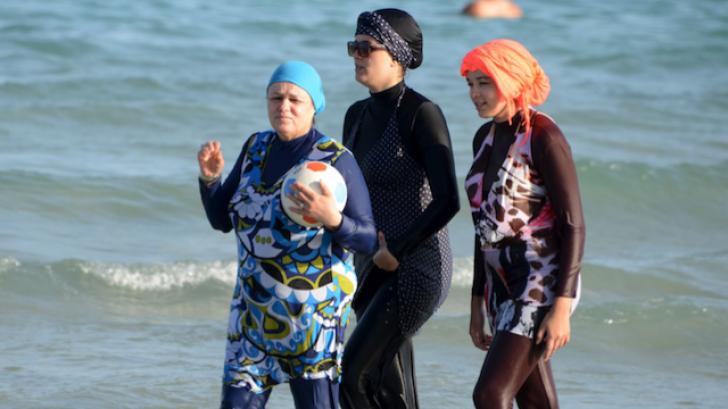 Ministru francez: O lege anti-burkini ar fi neconstituțională