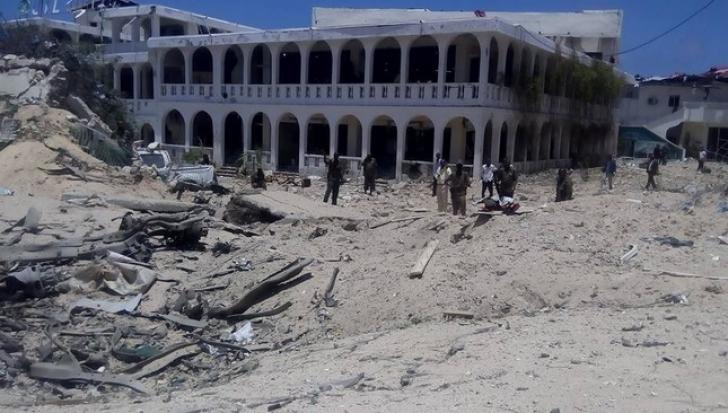 ATAC CU BOMBĂ lângă palatul prezidenţial din Mogadishu: două clădiri, parţial distruse. 10 morţi