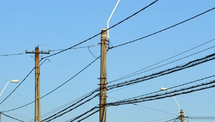 Incident tragic în Olt: Un bărbat a murit electrocutat, pe un stâlp de iluminat public