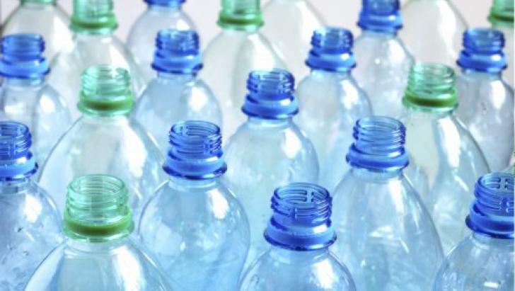 De ce NU ar trebui să refoloseşti recipientele pentru apă