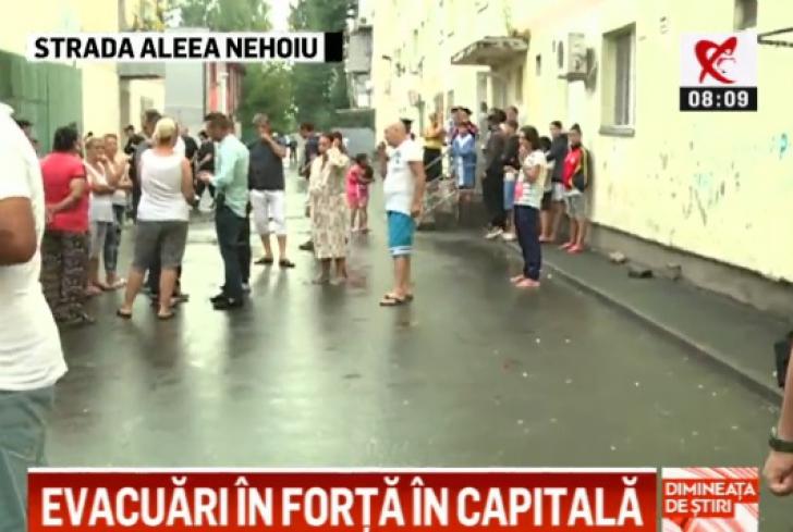 Evacuări în forță în Capitală. Sunt mobilizați 100 de polițiști