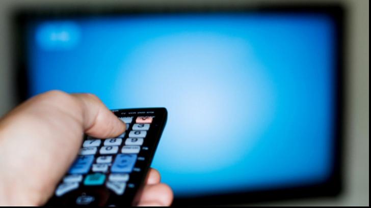 Obișnuiești să te stai mult în fața televizorului? Iată la ce riscuri te expui