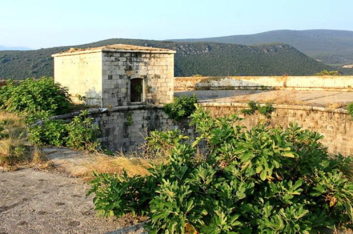 Un lagăr de concentrare va fi transformat într-un resort de lux
