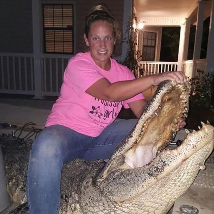 A capturat un aligator uriaş de 4 metri în Mississippi