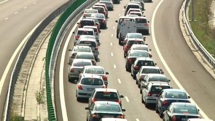 Românii se întorc din vacanţă: aglomeraţie pe Autostrada A2. Pe Valea Prahovei se circulă în coloană