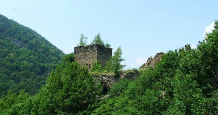 Unde fugi în weekend. Vizitează Castelul din Carpaţi al lui Jules Verne, aflat într-un peisaj de vis