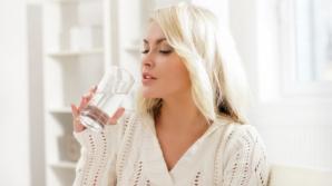 De ce trebuie să bei apă în primele 60 de secunde după ce te trezești