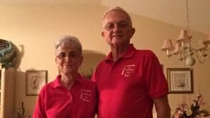Un cuplu căsătorit de 52 de ani poartă haine identice în fiecare zi. Motivul FABULOS!