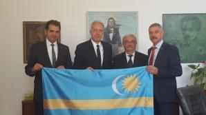 Ambasadorul SUA la București a pozat cu steagul secuiesc