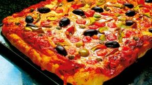 Aşa faci cea mai delicioasă pizza de casă. Secretul prin care poţi să faci blatul ca la restaurant