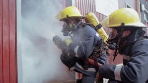 Incendiu urmat de o explozie, la un atelier de dezmembrări auto din Arad