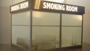 Poza ce te va face să renunți la fumat. Cum arată draperia din casa unui fumător, în cada cu apă