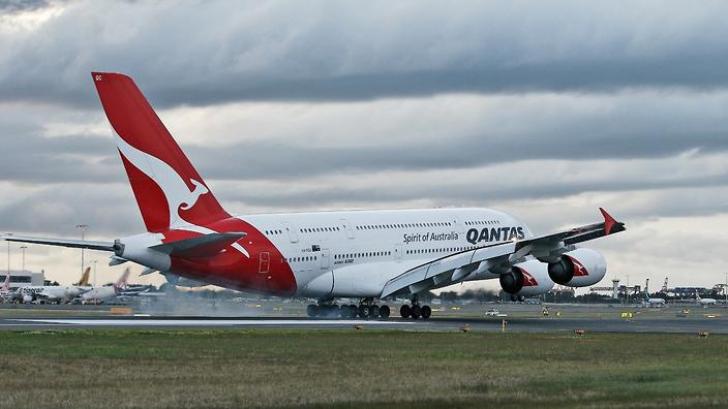 Pasagerii dintr-un avion, evacuaţi de urgenţă! Cabina s-a umplut de fum
