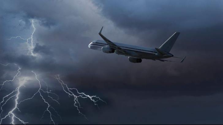 Acest avion a reuşit să treacă printr-o furtună violentă, însă ce a urmat este pur şi simplu TRAGIC