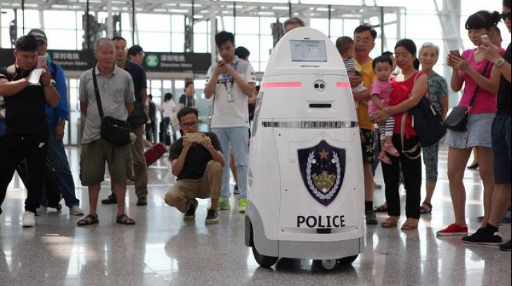Revoluție IT în China: Roboți pe aeroportul din orașul Shenzhen