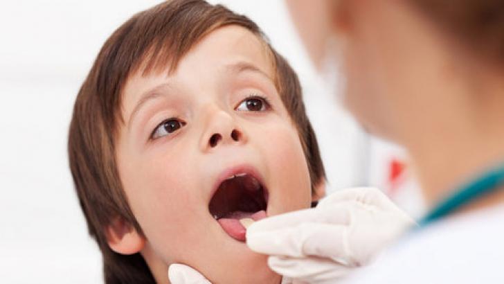 Amigdalele au un rol extrem de important în organism şi medicii nu recomandă că acestea să fie scoase doar pentru o simplă durere în gât sau o inflamaţie.