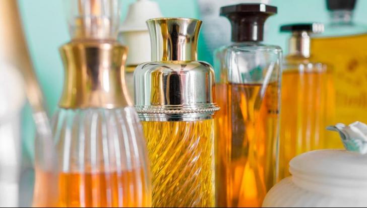 Cum deosebești un parfum original de unul contrafăcut. Cele 3 semne ascunse