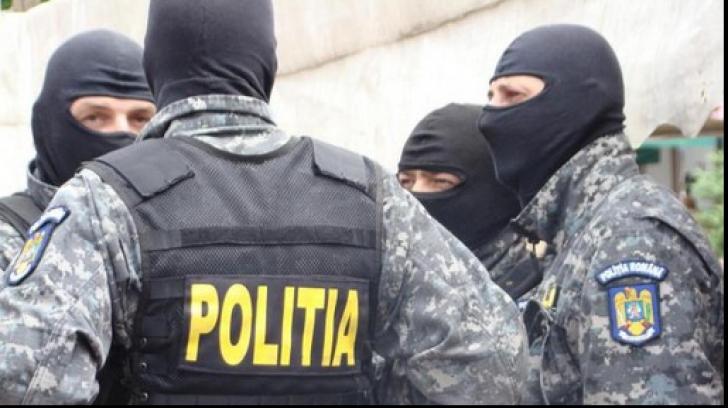 Percheziții în Prahova: Persoane bănuite de tâlhării și furturi, luate cu asalt de polițiști