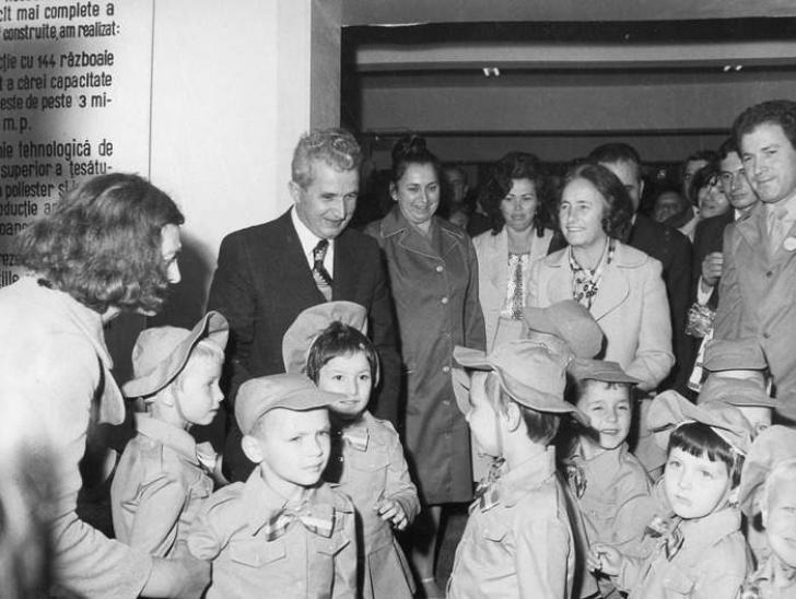 Îţi mai aduci aminte? Aşa arăta prima zi de şcoală în comunism