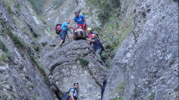 Intervenție de urgență în Bușteni! O femeie a căzut într-o prăpastie
