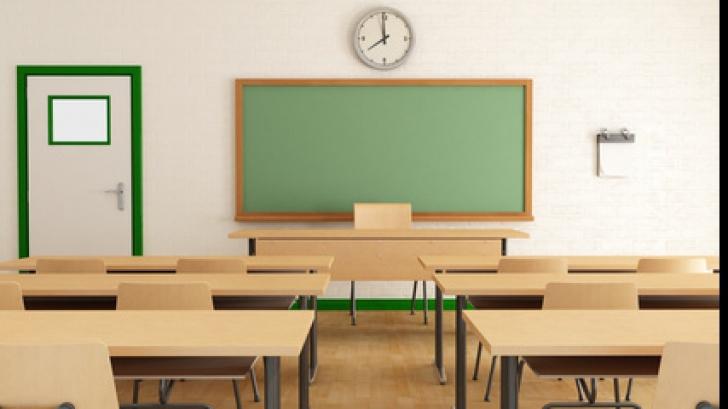 Protestul elevilor de la o şcoală Piteşti: Copilul cu ADHD, reexaminat medical. Orele s-au reluat
