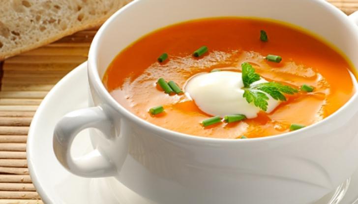 RETETA. Cea mai buna gustare de toamna: supa-crema de dovleac, cu smantana!