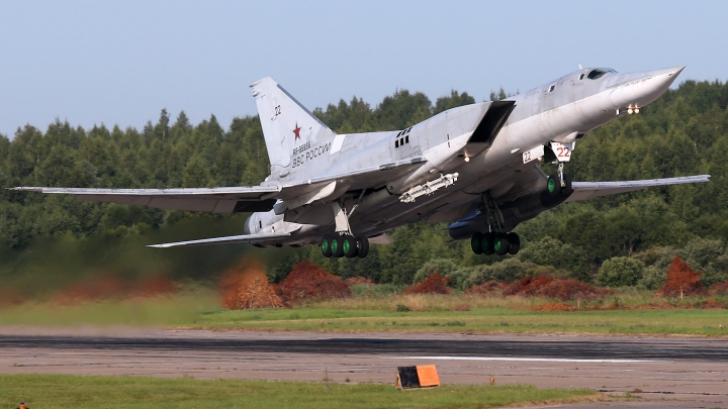 Bombardiere rusești în Europa. Au zburat pe sub un avion de pasageri