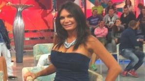 Cel mai jenant moment în timpul unei emisiuni TV. Invitata a rămas în sânii goi
