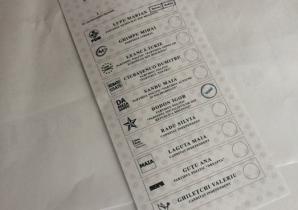 """ALEGERI MOLDOVA. Poze cu buletine de vot pe care a fost aplicată deja ştampila """"VOTAT"""", pe Facebook"""