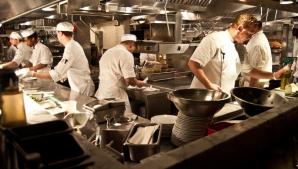 SECRETELE din bucătăria restaurantelor: Ce NU TREBUIE să comanzi NICIODATĂ