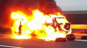 Mașină în flăcări pe Autostrada Soarelui! A ars ca o torță. Ce s-a întâmplat cu şoferul